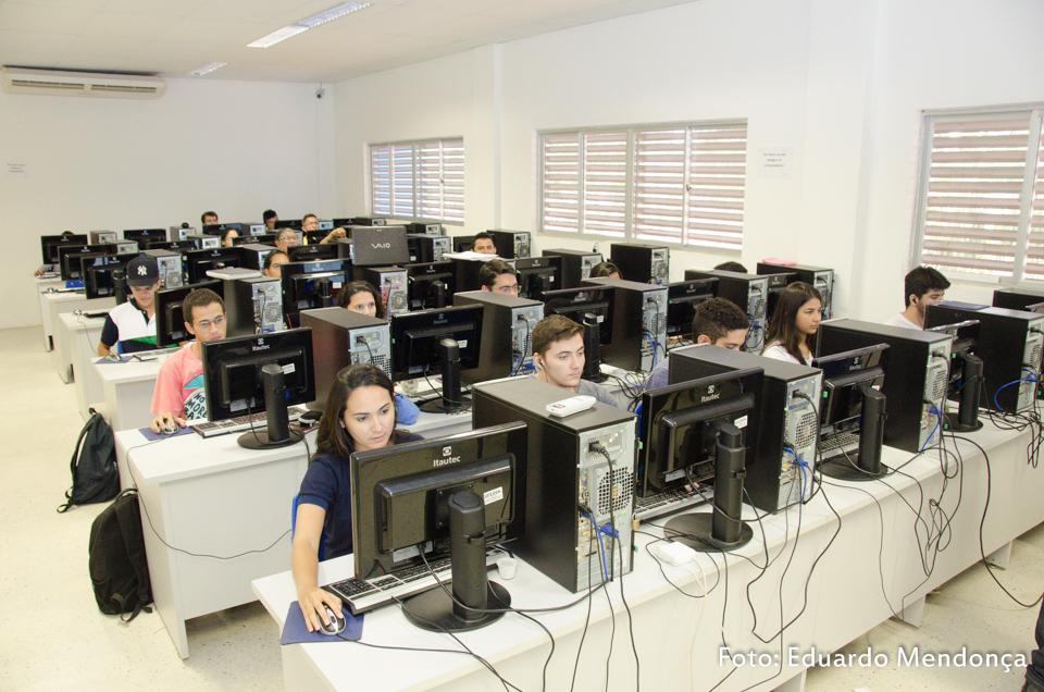 Laboratório montado para dar suporte aos interessados em participar com ideias