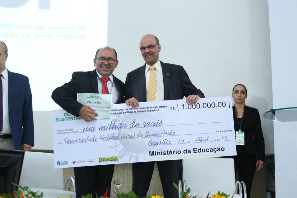 Reitor José de Arimatea recebe prêmio pelo 2º Lugar no Desafio da Sustentabilidade |Crédito: Sandro Damasceno/Cigesp