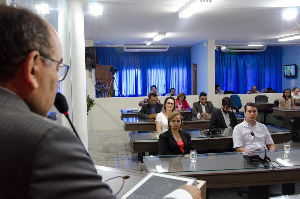 Reitor da Ufersa, professor José de Arimata discursa no Plenário da Câmara Municipal de Mossoró/Foto:Eduardo Mendonça