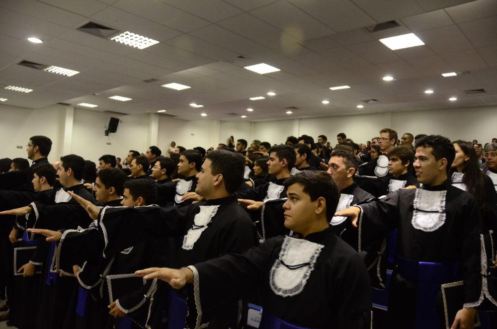 Formandos dos cursos de graduação da Ufersa Angicos durante juramento |Foto: Assecom/Ufersa
