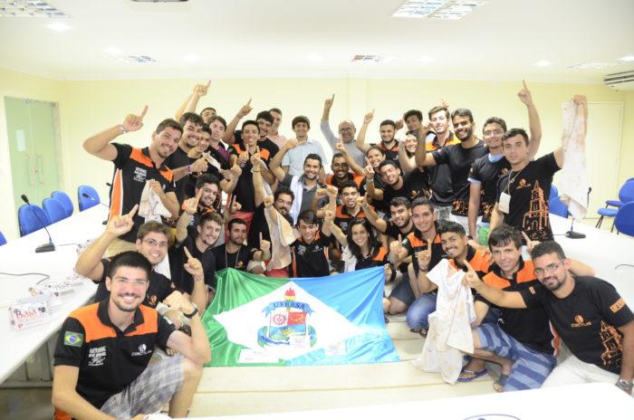 Comemoração pela conquista do 1º lugar geral na competição de Baja do Nordeste / Foto Assecom